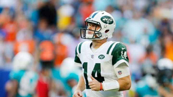 MIAMI, FL - NOVEMBER 04: Sam Darnold #14 of the New York Jets reacts in the fourth quarter of their game against the Miami Dolphins at Hard Rock Stadium on November 4, 2018 in Miami, Florida. (Photo by Michael Reaves/Getty Images)