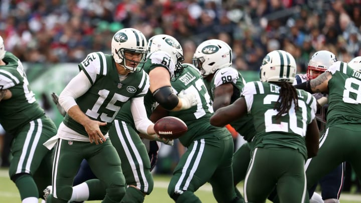EAST RUTHERFORD, NEW JERSEY – NOVEMBER 25: Josh McCown #15 of the New York Jets in action against the New England Patriots during their game at MetLife Stadium on November 25, 2018 in East Rutherford, New Jersey. (Photo by Al Bello/Getty Images)
