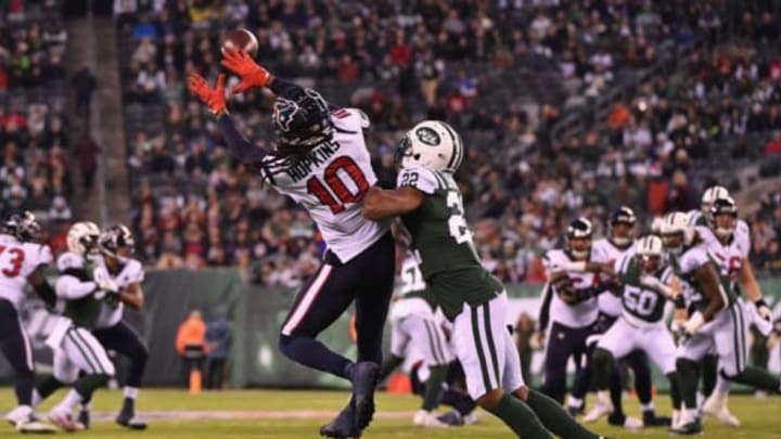 EAST RUTHERFORD, NJ – DECEMBER 15: Wide receiver DeAndre Hopkins #10 of the Houston Texans makes a catch against cornerback Trumaine Johnson #22 of the New York Jets in the first quarter at MetLife Stadium on December 15, 2018 in East Rutherford, New Jersey. (Photo by Mark Brown/Getty Images)