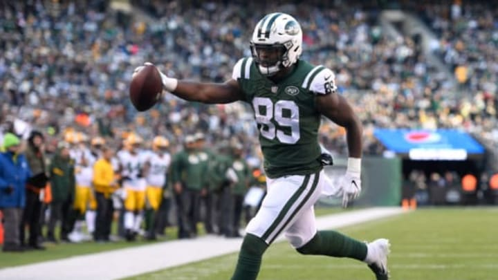 EAST RUTHERFORD, NJ – DECEMBER 23: Chris Herndon #89 of the New York Jets scores a touchdown against the Green Bay Packers during the third quarter at MetLife Stadium on December 23, 2018 in East Rutherford, New Jersey. (Photo by Sarah Stier/Getty Images)
