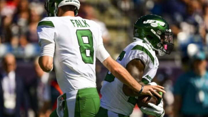 FOXBOROUGH, MA – SEPTEMBER 22: Luke Falk #8 hands the ball off to Le'Veon Bell #26 of the New York Jets during the second quarter of a game against the New England Patriots at Gillette Stadium on September 22, 2019 in Foxborough, Massachusetts. New York Jets (Photo by Billie Weiss/Getty Images)