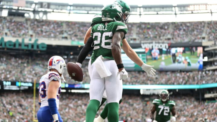 EAST RUTHERFORD, NEW JERSEY - SEPTEMBER 08: Le'Veon Bell #26 of the New York Jets celebrates with Ryan Griffin #84 of the New York Jets after scoring a two point conversion against the Buffalo Bills during the third quarter at MetLife Stadium on September 08, 2019 in East Rutherford, New Jersey. (Photo by Michael Owens/Getty Images)