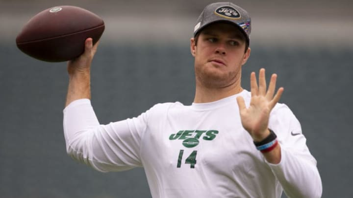 PHILADELPHIA, PA - OCTOBER 06: Sam Darnold #14 of the New York Jets warms up prior to the game against the Philadelphia Eagles at Lincoln Financial Field on October 6, 2019 in Philadelphia, Pennsylvania. (Photo by Mitchell Leff/Getty Images)