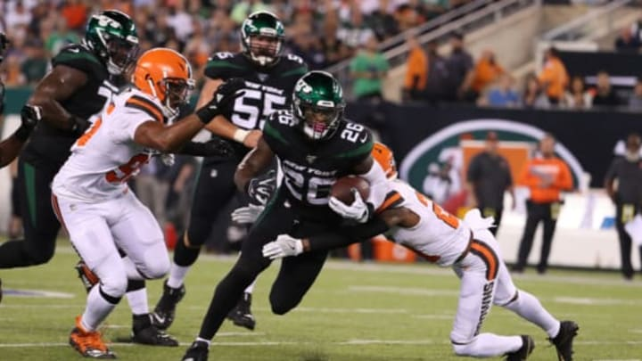 EAST RUTHERFORD, NEW JERSEY – SEPTEMBER 16: Le'Veon Bell #26 of the New York Jets runs against Denzel Ward #21 of the Cleveland Browns during their game at MetLife Stadium on September 16, 2019 in East Rutherford, New Jersey.New York Jets (Photo by Al Bello/Getty Images)