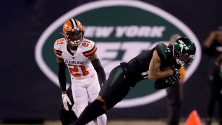 EAST RUTHERFORD, NEW JERSEY – SEPTEMBER 16: Robby Anderson #11 of the New York Jets keeps his toes in bounds as Denzel Ward #21 of the Cleveland Browns defends at MetLife Stadium on September 16, 2019 in East Rutherford, New Jersey.New York Jets (Photo by Elsa/Getty Images)