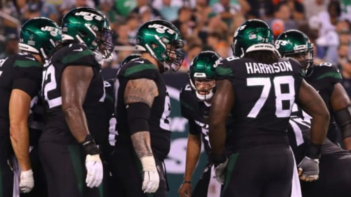 EAST RUTHERFORD, NEW JERSEY – SEPTEMBER 16: Luke Falk #8 of the New York Jets huddles with his teammates in the second half against the Cleveland Browns at MetLife Stadium on September 16, 2019, in East Rutherford, New Jersey. New York Jets (Photo by Mike Lawrie/Getty Images)
