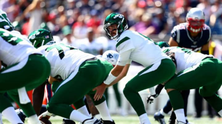 FOXBOROUGH, MASSACHUSETTS – SEPTEMBER 22: Luke Falk #8 of the New York Jets hikes the ball against the New England Patriots during the first quarter in the game at Gillette Stadium on September 22, 2019 in Foxborough, Massachusetts. New York Jets (Photo by Adam Glanzman/Getty Images)