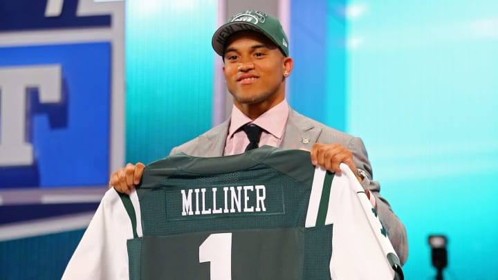 NEW YORK, NY – APRIL 25: Dee Milliner of the Alabama Crimson holds up a jersey on stage after Milliner was picked #9 overall by the New York Jets in the first round of the 2013 NFL Draft at Radio City Music Hall on April 25, 2013 in New York City. (Photo by Al Bello/Getty Images)