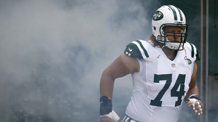 EAST RUTHERFORD, NJ – SEPTEMBER 8: Nick Mangold #74 of the New York Jets takes the field against the Tampa Bay Buccaneers during their game at MetLife Stadium on September 8, 2013 in East Rutherford, New Jersey. (Photo by Jeff Zelevansky/Getty Images)