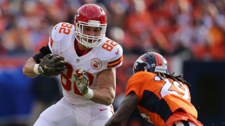 DENVER, CO - NOVEMBER 15: Brian Parker #82 of the Kansas City Chiefs makes a pass reception against the defense of Bradley Roby #29 of the Denver Broncos at Sports Authority Field at Mile High on November 15, 2015 in Denver, Colorado. The Chiefs defeated the Broncos 29-13. (Photo by Doug Pensinger/Getty Images)