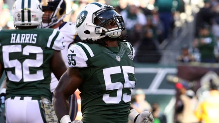 EAST RUTHERFORD, NJ - NOVEMBER 13: Lorenzo Mauldin #55 of the New York Jets celebrates sacking quarterback Case Keenum #17 of the Los Angeles Rams in the second quarter at MetLife Stadium on November 13, 2016 in East Rutherford, New Jersey. (Photo by Al Bello/Getty Images)