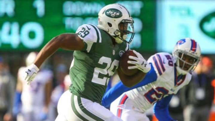 EAST RUTHERFORD, NJ – JANUARY 01: Bilal Powell #29 of the New York Jets runs with the ball during the first quarter of their game against the Buffalo Bills at MetLife Stadium on January 1, 2017 in East Rutherford, New Jersey. (Photo by Ed Mulholland/Getty Images)