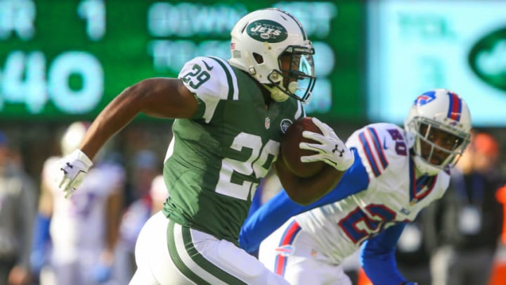 EAST RUTHERFORD, NJ - JANUARY 01: Bilal Powell #29 of the New York Jets runs with the ball during the first quarter of their game against the Buffalo Bills at MetLife Stadium on January 1, 2017 in East Rutherford, New Jersey. (Photo by Ed Mulholland/Getty Images)