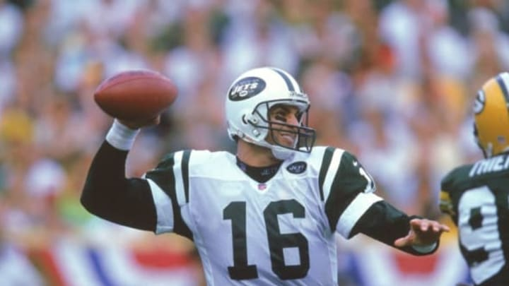 3 Sep 2000: Quarterback Vinny Testaverde #16 of the New York Jets passes the ball during the game against the Green Bay Packers at Lambeau Field in Green Bay, Wisconsin. The Jets defeated Packers 20-16. New York Jets Mandatory Credit: Tom Hauck /Allsport