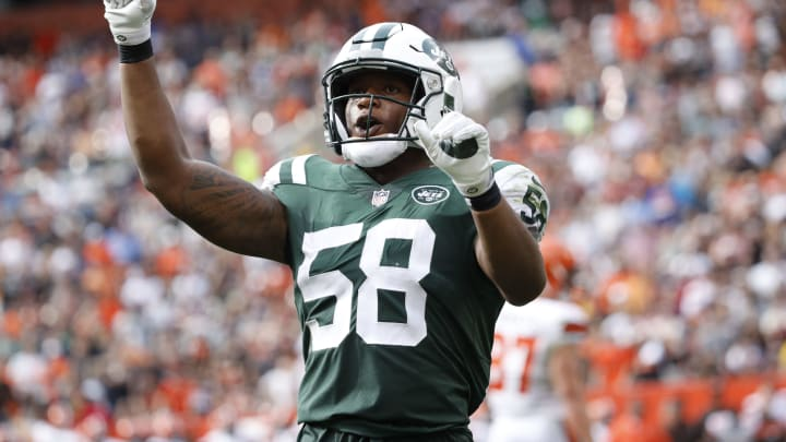 CLEVELAND, OH – OCTOBER 08: Darron Lee #58 of the New York Jets celebrates a play in the second half against the Cleveland Browns at FirstEnergy Stadium on October 8, 2017 in Cleveland, Ohio. (Photo by Joe Robbins/Getty Images)