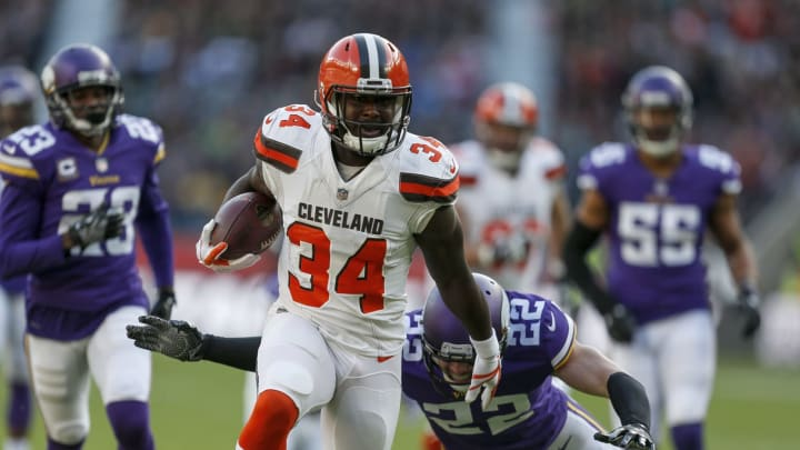 LONDON, ENGLAND – OCTOBER 29: Isaiah Crowell #34 of the Cleveland Browns rushes for a touchdown during the NFL International Series match between Minnesota Vikings and Cleveland Browns at Twickenham Stadium on October 29, 2017 in London, England. (Photo by Alan Crowhurst/Getty Images)