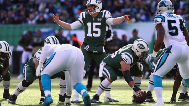 EAST RUTHERFORD, NJ - NOVEMBER 26: Quarterback Josh McCown #15 of the New York Jets communicates with the team against the Carolina Panthers during the first quarter of the game at MetLife Stadium on November 26, 2017 in East Rutherford, New Jersey. (Photo by Al Bello/Getty Images)