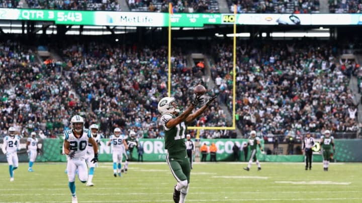 EAST RUTHERFORD, NJ - NOVEMBER 26: Wide receiver Robby Anderson #11 of the New York Jets reaches for a catch which lead to a touchdown during the third quarter of the game at MetLife Stadium on November 26, 2017 in East Rutherford, New Jersey. (Photo by Al Bello/Getty Images)