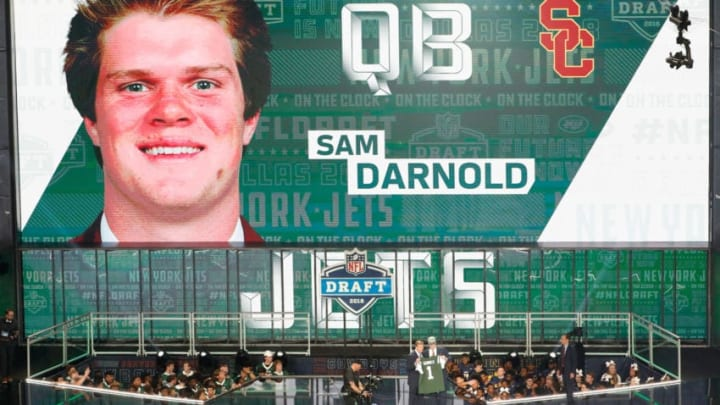 ARLINGTON, TX - APRIL 26: Sam Darnold of USC poses with NFL Commissioner Roger Goodell after being picked #3 overall by the New York Jets during the first round of the 2018 NFL Draft at AT&T Stadium on April 26, 2018 in Arlington, Texas. (Photo by Tim Warner/Getty Images)