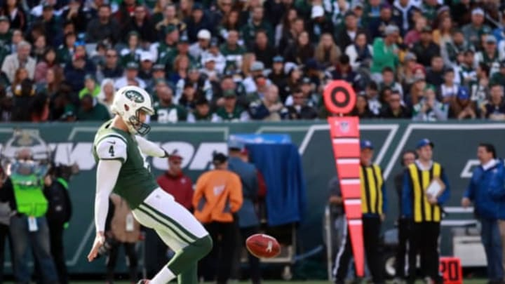 EAST RUTHERFORD, NJ – NOVEMBER 13: Lac Edwards #4 of the New York Jets punts the ball against the Los Angeles Rams in the first quarter at MetLife Stadium on November 13, 2016 in East Rutherford, New Jersey. (Photo by Michael Reaves/Getty Images)