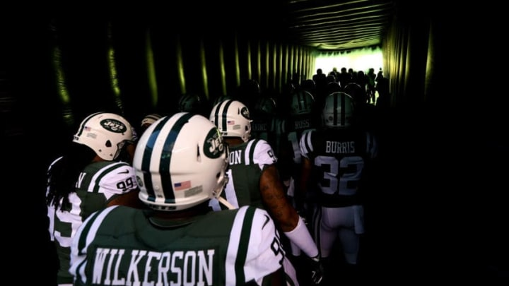 EAST RUTHERFORD, NJ - NOVEMBER 27: The New York Jets prepare to take the field prior to the game against the New England Patriots at MetLife Stadium on November 27, 2016 in East Rutherford, New Jersey. (Photo by Michael Reaves/Getty Images)
