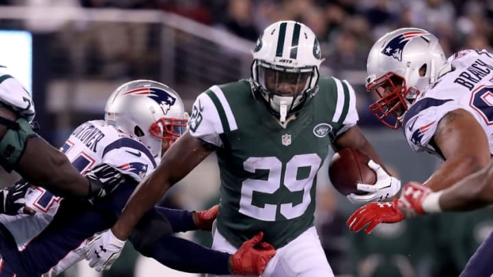 EAST RUTHERFORD, NJ - NOVEMBER 27: Bilal Powell #29 of the New York Jets runs the ball against the New England Patriots during the first quarter in the game at MetLife Stadium on November 27, 2016 in East Rutherford, New Jersey. (Photo by Michael Reaves/Getty Images)