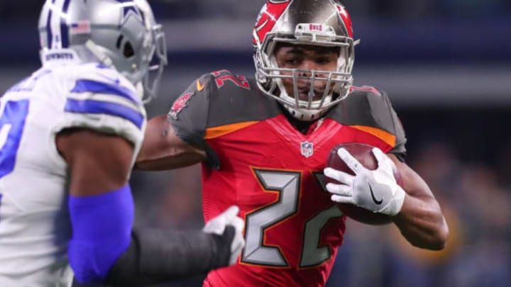 ARLINGTON, TX – DECEMBER 18: Doug Martin #22 of the Tampa Bay Buccaneers carries the ball during the first half against the Dallas Cowboys at AT&T Stadium on December 18, 2016 in Arlington, Texas. (Photo by Tom Pennington/Getty Images)