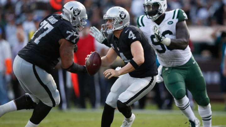 OAKLAND, CA - NOVEMBER 01: Derek Carr #4 of the Oakland Raiders scrambles with ball against the New York Jets during their NFL game at O.co Coliseum on November 1, 2015 in Oakland, California. (Photo by Ezra Shaw/Getty Images)