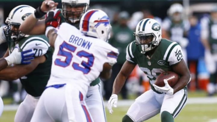 EAST RUTHERFORD, NJ – JANUARY 01: Bilal Powell #29 of the New York Jets looks for an opening against the Buffalo Bills at MetLife Stadium on January 1, 2017 in East Rutherford, New Jersey. (Photo by Jeff Zelevansky/Getty Images)