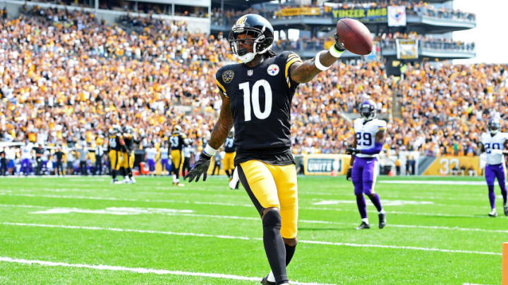 PITTSBURGH, PA - SEPTEMBER 17: Martavis Bryant #10 of the Pittsburgh Steelers celebrates after a 27 yard touchdown reception in the first quarter during the game against the Minnesota Vikings at Heinz Field on September 17, 2017 in Pittsburgh, Pennsylvania. (Photo by Joe Sargent/Getty Images)