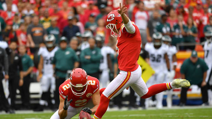 KANSAS CITY, MO – SEPTEMBER 17: Kicker Cairo Santos #5 of the Kansas City Chiefs kicks a successful field goal from the hold of Dustin Colquitt #2 to give the Chiefs the first score during the first quarter of the game against the Philadelphia Eagles at Arrowhead Stadium on September 17, 2017 in Kansas City, Missouri. ( Photo by Peter Aiken/Getty Images)