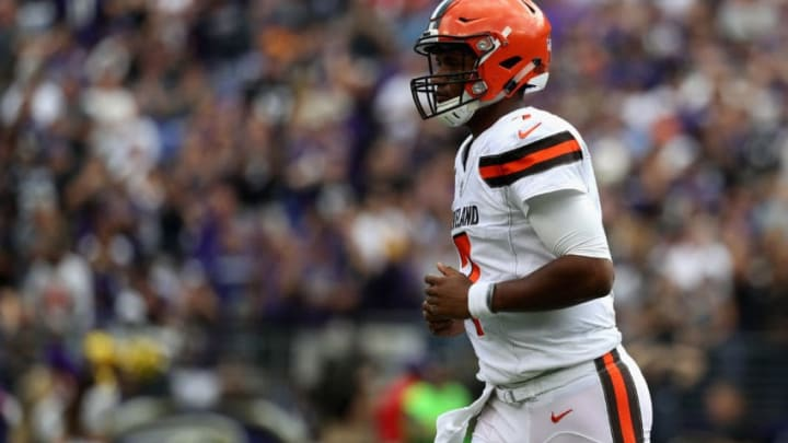 BALTIMORE, MD - SEPTEMBER 17: Quarterback DeShone Kizer #7 of the Cleveland Browns jogs off the field against the Baltimore Ravens at M&T Bank Stadium on September 17, 2017 in Baltimore, Maryland. (Photo by Rob Carr/Getty Images)
