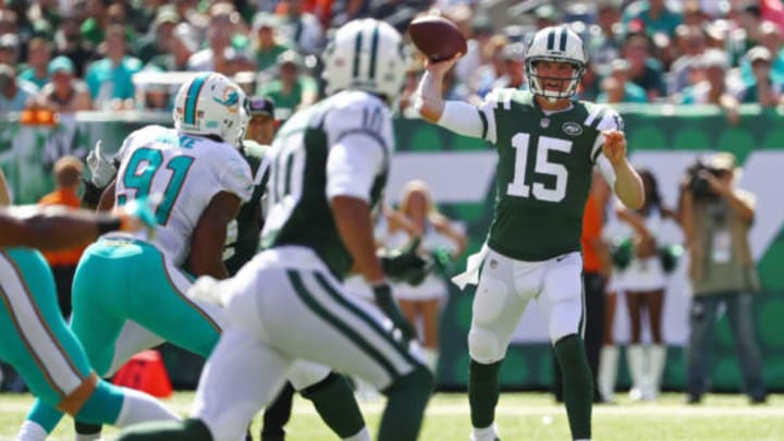 EAST RUTHERFORD, NJ – SEPTEMBER 24: Josh McCown #15 of the New York Jets looks to pass to Jermaine Kearse #10 against the Miami Dolphins during the first half of an NFL game at MetLife Stadium on September 24, 2017 in East Rutherford, New Jersey. (Photo by Al Bello/Getty Images)