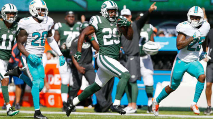 EAST RUTHERFORD, NJ – SEPTEMBER 24: Bilal Powell #29 of the New York Jets runs the ball against the Miami Dolphins during the first half of an NFL game at MetLife Stadium on September 24, 2017 in East Rutherford, New Jersey. (Photo by Rich Schultz/Getty Images)