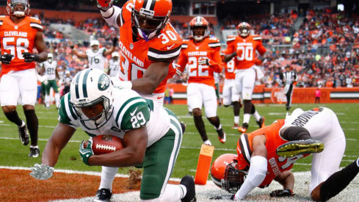 CLEVELAND, OH - OCTOBER 30: Bilal Powell #29 of the New York Jets dives for a touchdown in front of Derrick Kindred #30 and Tracy Howard #41 of the Cleveland Browns during the second quarter at FirstEnergy Stadium on October 30, 2016 in Cleveland, Ohio. (Photo by Gregory Shamus/Getty Images)