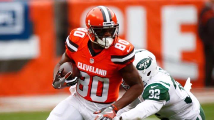 CLEVELAND, OH – OCTOBER 30: Ricardo Louis #80 of the Cleveland Browns runs with the ball while playing the New York Jets at FirstEnergy Stadium on October 30, 2016 in Cleveland, Ohio. (Photo by Gregory Shamus/Getty Images)