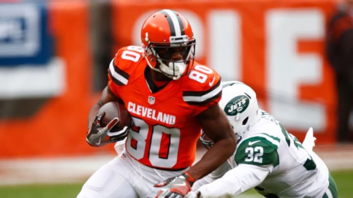 CLEVELAND, OH - OCTOBER 30: Ricardo Louis #80 of the Cleveland Browns runs with the ball while playing the New York Jets at FirstEnergy Stadium on October 30, 2016 in Cleveland, Ohio. (Photo by Gregory Shamus/Getty Images)