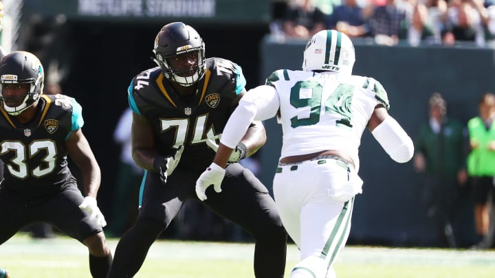 EAST RUTHERFORD, NJ – OCTOBER 01: Cam Robinson #74 of the Jacksonville Jaguars in action against Kony Ealy #94 of the New York Jets during their game at MetLife Stadium on October 1, 2017 in East Rutherford, New Jersey. (Photo by Al Bello/Getty Images)