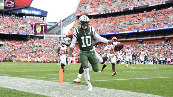 CLEVELAND, OH - OCTOBER 08: Jermaine Kearse #10 of the New York Jets runs the ball in for a touchdown in the fourth quarter against the Cleveland Browns at FirstEnergy Stadium on October 8, 2017 in Cleveland, Ohio. (Photo by Jason Miller/Getty Images)