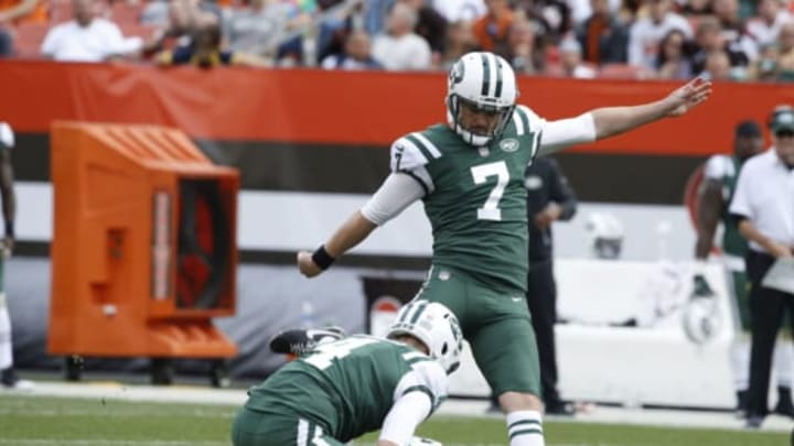 CLEVELAND, OH – OCTOBER 08: Chandler Catanzaro #7 of the New York Jets kicks a field goal in the second half against the Cleveland Browns at FirstEnergy Stadium on October 8, 2017 in Cleveland, Ohio. (Photo by Joe Robbins/Getty Images)