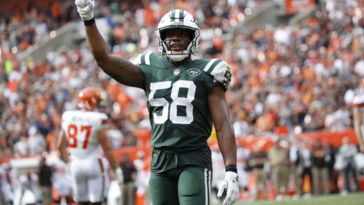 CLEVELAND, OH - OCTOBER 08: Darron Lee #58 of the New York Jets celebrates a play in the second half against the Cleveland Browns at FirstEnergy Stadium on October 8, 2017 in Cleveland, Ohio. (Photo by Joe Robbins/Getty Images)