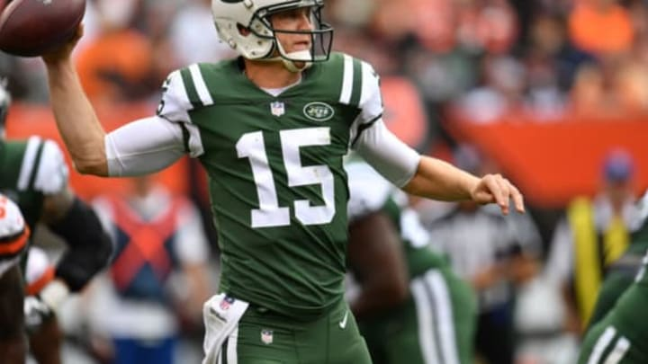 CLEVELAND, OH – OCTOBER 08: Josh McCown #15 of the New York Jets drops back for a pass in the second half against the Cleveland Browns at FirstEnergy Stadium on October 8, 2017 in Cleveland, Ohio. (Photo by Jason Miller/Getty Images)