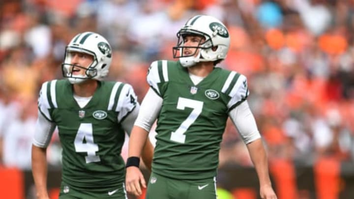 CLEVELAND, OH – OCTOBER 08: Chandler Catanzaro #7 of the New York Jets watch his field goal go though the uprights in the second half against the Cleveland Browns at FirstEnergy Stadium on October 8, 2017 in Cleveland, Ohio. (Photo by Jason Miller/Getty Images)