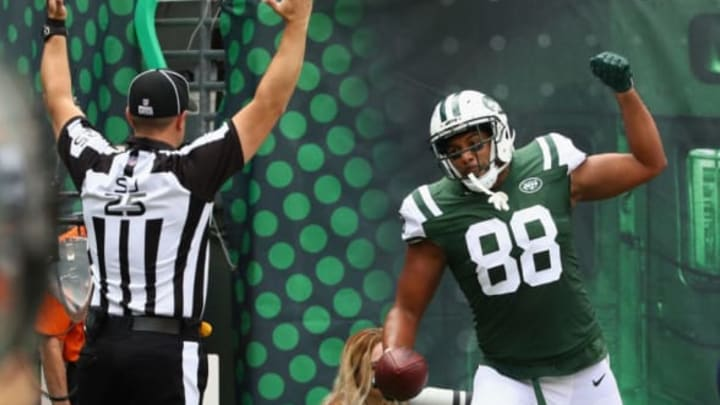 EAST RUTHERFORD, NJ – OCTOBER 15: Austin Seferian-Jenkins #88 of the New York Jets celebrates a scoring a touchdown against the New England Patriots during the first quarter of their game at MetLife Stadium on October 15, 2017 in East Rutherford, New Jersey. (Photo by Al Bello/Getty Images)