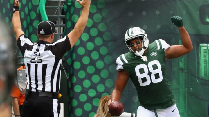 EAST RUTHERFORD, NJ - OCTOBER 15: Austin Seferian-Jenkins #88 of the New York Jets celebrates a scoring a touchdown against the New England Patriots during the first quarter of their game at MetLife Stadium on October 15, 2017 in East Rutherford, New Jersey. (Photo by Al Bello/Getty Images)