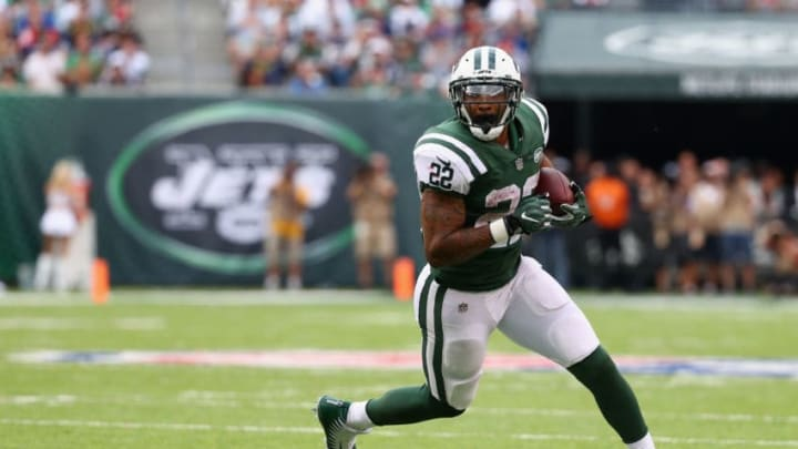 EAST RUTHERFORD, NJ - OCTOBER 15: Running back Matt Forte #22 of the New York Jets runs the ball against the New England Patriots during the second half of their game at MetLife Stadium on October 15, 2017 in East Rutherford, New Jersey. (Photo by Al Bello/Getty Images)