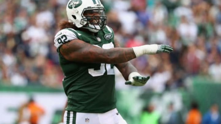 EAST RUTHERFORD, NJ – OCTOBER 15: Defensive end Leonard Williams #92 of the New York Jets reacts against the New England Patriots during the second half of their game at MetLife Stadium on October 15, 2017 in East Rutherford, New Jersey. (Photo by Al Bello/Getty Images)