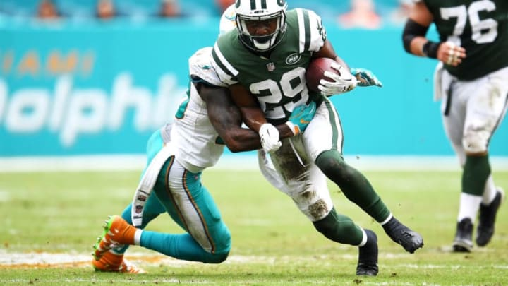 MIAMI GARDENS, FL - OCTOBER 22: Bilal Powell #29 of the New York Jets rushes during the second quarter against the Miami Dolphins at Hard Rock Stadium on October 22, 2017 in Miami Gardens, Florida. (Photo by Rob Foldy/Getty Images)