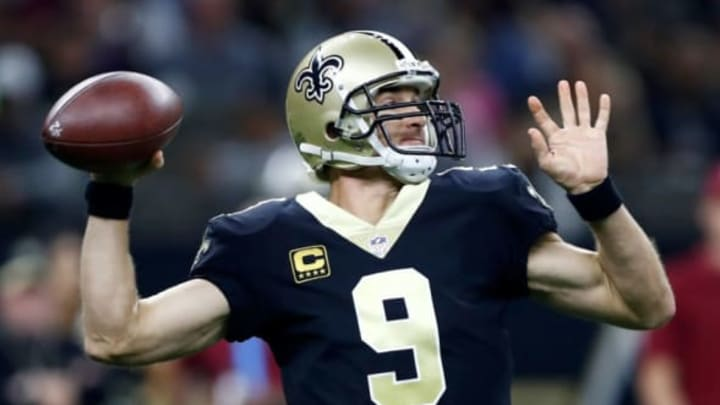 NEW ORLEANS, LA – OCTOBER 29: Drew Brees #9 of the New Orleans Saints drops back to pass against the Chicago Bears during the first quarter at the Mercedes-Benz Superdome on October 29, 2017 in New Orleans, Louisiana. (Photo by Wesley Hitt/Getty Images)