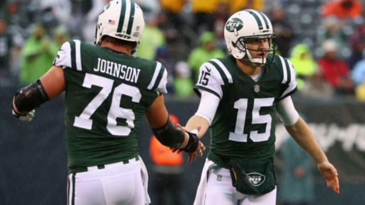 EAST RUTHERFORD, NJ – OCTOBER 29: Quarterback Josh McCown #15 of the New York Jets celebrates with teammate center Wesley Johnson #76 against the Atlanta Falcons in the first quarter of the game at MetLife Stadium on October 29, 2017 in East Rutherford, New Jersey. (Photo by Al Bello/Getty Images)